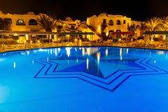 Stagno di acqua alla notte - fondo di vacanza Fotografia Stock