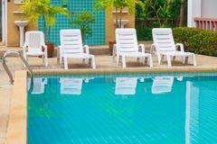 Stagno di acqua blu dentro l'hotel Fotografia Stock Libera da Diritti