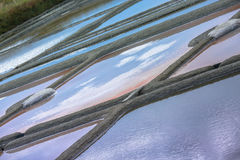 Stagno di evaporazione del sale in Guerande Immagini Stock