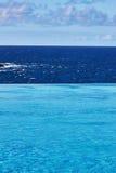 Stagno di infinito di vista di oceano sulla vacanza Immagine Stock