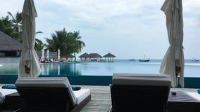 Stagno di infinito in Maldive fotografia stock libera da diritti