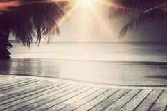 Stagno di lusso di infinito sulle Maldive fotografia stock