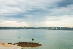 Stagno di marea con la piattaforma di immersione subacquea Fotografia Stock Libera da Diritti