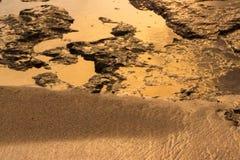 Stagno di marea su fuoco, come oro liquido Fotografia Stock