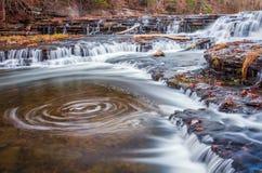 Stagno di turbinio su Burgess Falls a Burgess Falls State Park nel Tennessee Immagine Stock