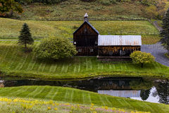 Stagno e granaio ad un'azienda agricola - autunno/caduta - Woodstock, Vermont Immagini Stock Libere da Diritti