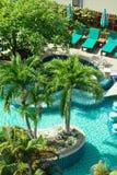 Stagno in hotel alla spiaggia tropicale, Tailandia Fotografia Stock