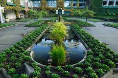 Stagno italiano del giardino immagine stock