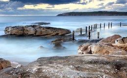 Stagno Maroubra Australia della roccia dell'oceano di Mahon Immagine Stock Libera da Diritti