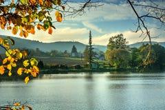 Stagno nella campagna alla luce di autunno Fotografia Stock