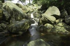 Stagno tranquillo, fiume di gocciolamento fotografia stock libera da diritti