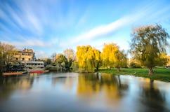 Stagno vicino alla camma del fiume a Cambridge immagini stock