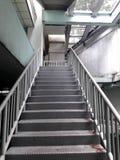Stahl-bridg für Weg hohen Weg hinunter die Straße zur Sicherheit Stockbild