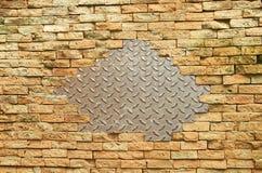 Stahl und Ziegelsteinblockwand Lizenzfreie Stockbilder