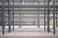 Stahlbau des hohen Buchtvorrates Stockbilder