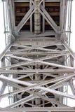 Stahlbau, Gitter schloss durch eine alte Methode für Niet an Stockfotos