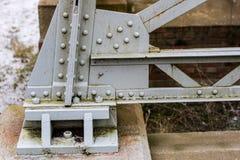 Stahlbau, Gitter schloss durch eine alte Methode für Niet an Lizenzfreie Stockfotos
