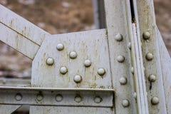 Stahlbau, Gitter schloss durch eine alte Methode für Niet an Lizenzfreie Stockbilder