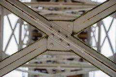 Stahlbau, Gitter schloss durch eine alte Methode für Niet an Lizenzfreies Stockbild