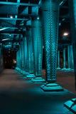 Stahlbau von unterhalb der Brücke Lizenzfreies Stockfoto