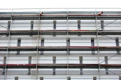 Stahlbaugerüst benutzt für façade Erneuerungsarbeiten lizenzfreie stockfotos