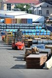 Stahlblechtafel und Rolle im Hafen Lizenzfreies Stockfoto