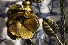 Stahlblume auf der Wand Stockfotos