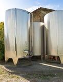 Stahlbottiche für Weinproduktion Lizenzfreies Stockbild