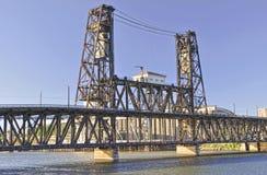 Stahlbrücke im prtland Oregon Stockbild