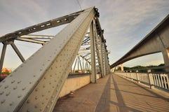 Stahlbrücke und Eilweise Lizenzfreies Stockfoto