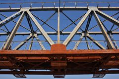 Stahleisenbahnbrücke Lizenzfreies Stockfoto