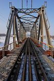 Stahleisenbahnbrücke Stockbild