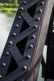 Stahleisenbahnbrücken der Schraube basiert auf Stärke Stockbild
