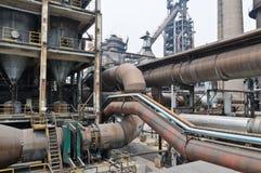 Stahlfabrik Rohrleitung Stockbild