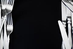 Stahlgabel auf einem schwarzen Hintergrund Stockfoto