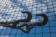 Stahlhaken auf Zaun Lizenzfreie Stockfotografie