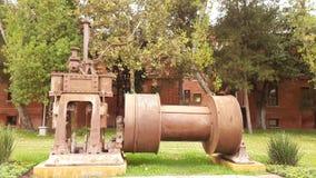 Stahlindustrie-Gedächtnisse durch den Park lizenzfreie stockbilder