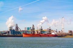 Stahlindustrie in IJmuiden nahe Amsterdam, die Niederlande Lizenzfreie Stockfotos