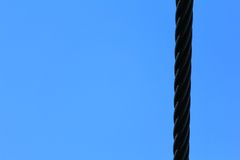 Stahlkabel und blauer Himmel Stockbild