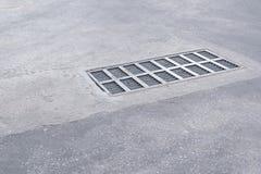 Stahlkanaldeckel oder Kanaldeckel Stockbilder