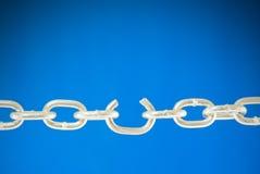 Stahlkette mit einem unterbrochenen Link lizenzfreies stockfoto