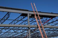 Stahlkonstruktion und Strichleiter Stockbild