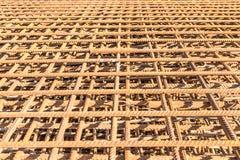 Stahlmasche gemacht von den alten verrosteten Installationen Lizenzfreie Stockfotos