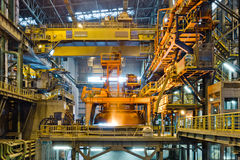Stahlproduktion in der metallurgischen Anlage Stockbild