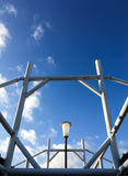Stahlrahmen-Dachrahmen mit Himmelboden Stockbild