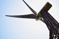 Stahlrahmen-Wind-Mühle stockfotos