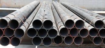 Stahlrohre auf Schwarzweiss Stockbilder