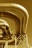 Stahlrohrleitung wird auf Himmelhintergrund fotografiert Lizenzfreies Stockbild