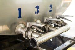 Stahlrohrleitungen und Ventile Stockfotos