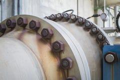 Stahlrohrlinie mit Bolzen und Nuss Stockfotografie